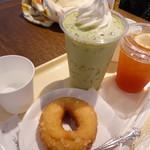 ハニーミツバチ珈琲 - 抹茶フロート&蜂蜜レモンティ&シナモンシュガードーナツ