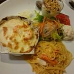 不二家 - パスタコンボ 1290円 ずわい蟹と北海道産帆立のアメリケーヌソースのスパゲティ&シーフードグラタン