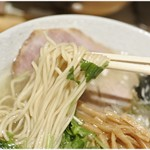 そめいよしの - ザックリした食感の細麺。