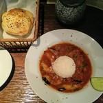 TRUVA - ランチのムサカとライス、パン