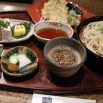91946627 - Aセット:相模湾のアジ天ぷら(南瓜、茄子も)、さんま寿司、胡麻せいろうどんにお新香とデザート