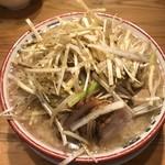 91947572 - 麺少なめ、味玉つき780円+ネギ120円