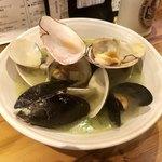 ビストロ NEJI‐KEN‐KEN 赤坂荘 - 貝のワイン蒸し
