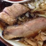 仮麺中 ぬちぐすい - 叉焼は炭焼き