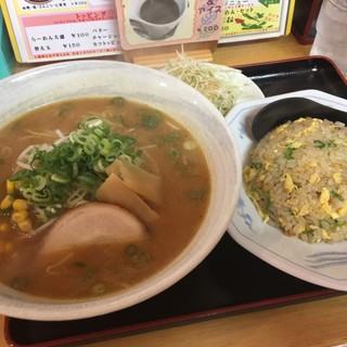 味点 - 料理写真:味噌ラーメン半チャンセット¥850 by masakun