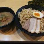 龍の神 - 濃厚魚介つけ麺680円