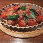 ピッツァ ピアッツァ - アツアツなトマトとチーズ焼き