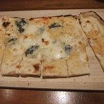 ピッツァ ピアッツァ - カリッとピザ生地