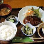 萌家 - 日替定食 630円(手作りハンバーグ 冷やっこ 茄子の酢物 ごはん みそ汁 つけ物)
