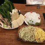 91978830 - 麺2種類と太い春雨も美味しいです。