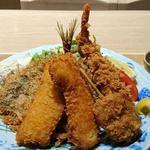 91983640 - 築地食堂 源ちゃん 東京オペラシティ店 海老・鯵・烏賊・玉葱フライが盛り込まれる魚河岸フライ