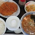 くるまやラーメン - 料理写真:2018年9月 特選かつメンチ定食 890円