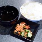 焼肉亭 桂 - ご飯とスープとたぶんキムチ