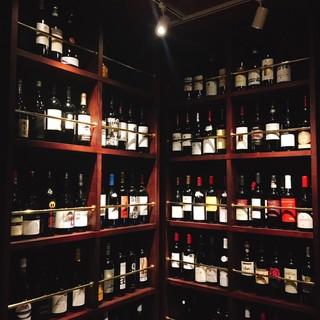 ソムリエ厳選ワインが500本!お好みをお探し致します。