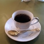 レストラン ビストロ - 食後のコーヒー。小さな器で供されます。