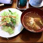 寿司鉄 - 寿司鉄 @平和台 ランチに付く甘海老の頭と茗荷の味噌汁とサラダ
