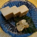 そばじ - 鈴廣かまぼこ390円。横の山葵酒粕漬けが密かに美味い
