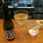92002875 - 富山氷見のワイナリーSAYS FARMで作られたシードル、お水のグラスも独特な形でお洒落!
