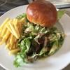 ホワイトレインボー - 料理写真:OM牛ハンバーガー