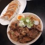 92004927 - 炙りチャーシュー丼と餃子