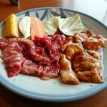 牛苑 - ペア定食の肉(ハラミ、テッチャン)