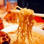 九十九ラーメン - 中太ちぢれ麺