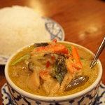 バンタイ - グリーンカレーとタイ米♪鶏肉、茄子、パプリカがたっぷり!