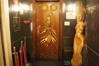 バンタイ - 入り口のドア、かなり雰囲気があります☆