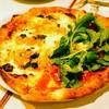 チーロ - 料理写真:希少なピエンロ種の黄色いトマトとバジリコペーストのピッツァと半分が自家菜園のルーコラと生ハムをのせたピッツァマルゲリータ