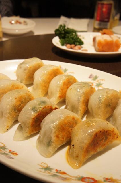 菜香新館 - 広東風焼きぎょうざ(680円)♪ぷっくりした皮と、ジューシーな具のバランスが楽しいです♪
