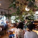 桃の農家カフェ ラペスカ - 1階の様子