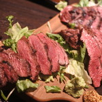 380肉酒場エビス - お値打ち 肉三昧 ステーキ3種盛り合わせ