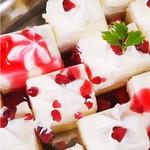 神戸クック ワールドビュッフェ - 『ショートケーキ』 なめらかなホイップと甘酸っぱいラズベリーがマッチした、絶妙な味わい!!