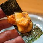 和食 小ぐり - 生雲丹と山芋を海苔で巻いて