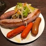 LOCAL BAR 新栄EIGHT - 食べ放題のソーセージたち 何を食べてもそれぞれ特徴があって激うまっ☆☆☆ 2018/05/19