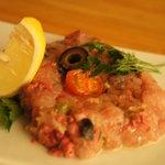 湘南の魚とワインの店 ヒラツカ - 鮮魚とオリーブとトマトのなめろう(580円)♪ニンニクとオリーブオイルが利いています☆