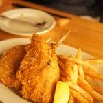 湘南の魚とワインの店 ヒラツカ - フィッシュ&チップス☆魚が新しいので、フライにすると甘みが増して本当にウマイ♪