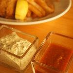 湘南の魚とワインの店 ヒラツカ - フィッシュ&チップスの2種類のソース♪