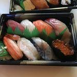 銀のさら - 料理写真:特選ランチ950円 人が握った寿司では有りません。シャリとネタがバラバラです。