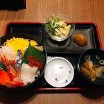 92033649 - ランチ海鮮丼 1000円