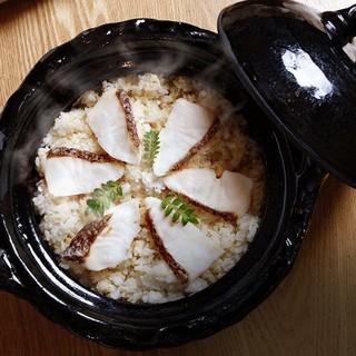 お造りや煮物、鯛めしの土鍋などに『信楽焼』の器を使います