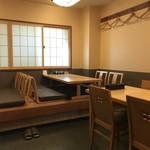 鮨よねき - 掘り炬燵の小上がり、テーブル席もありますよ(2018.9.3)