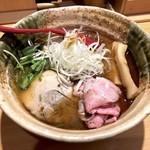 焼きあご塩らー麺 たかはし - 味玉入り焼きあご塩らー麺(920円)