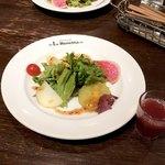 ラ・ロゼッタ - ランチセットのサラダとサングリア