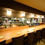 磯料理 まるけい - 食材や板前の動きが見れるカウンター席