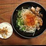 頑固麺 - 背脂醤油MAZESOBA(数量限定)〆飯付 830円