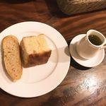 92065370 - 自家製パンとオリーブオイル
