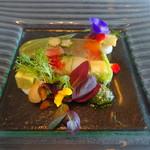 92078104 - ノルウェー産サーモンと地場野菜のテリーヌ仕立てバジルソース