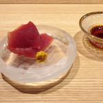 東山 吉寿 - 4品目の造り:鰹と辛子醤油