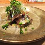 東山 吉寿 - 4品目の造り:鰹炙り 特製塩辛ソース